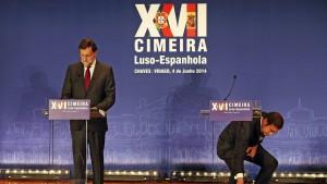 Foto da semana da SIC Noticias por EPA, com o titulo: Pedro Passos Coelho e homólogo Mariano Rajoy dicursam no âmbito da Cimeira Luso-Espanhola da qual saíram medidas importante esta semana.