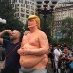 Os idiotas que fizeram a idiota estátua do idiota do Donald Trump