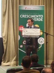 Ministro Jorge Moreira da Silva a apresentar o Compromisso para o Crescimento Verde no evento realizado no auditório do CNEMA em Santarém no dia 28 de Novembro de 2014 sobre a área temática da Agricultura e floresta