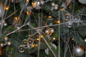 Estes são alguns dos enfeites presentes nas árvores de Natal ucranianas