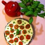Tarte de queijo fresco com tomate cherry e manjericão