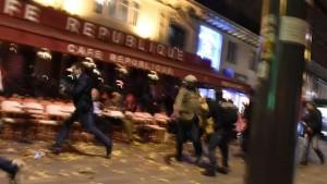Fotografia tirada nos momentos imediatamente a seguir a um dos tiroteios na capital francesa