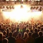 Os 3 hábitos mais irritantes que todos temos em concertos
