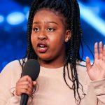 Britain's Got Talent: Sarah Ikumu chegou, cantou e fez Cowell usar o botão dourado!